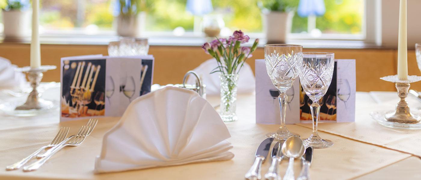 Hotelrestaurant mit Seeterrasse